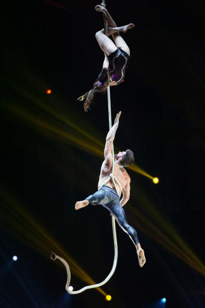 Festival Cirque Arobatie En l'air tenu par une cordeEvènement Photo Tom Atome