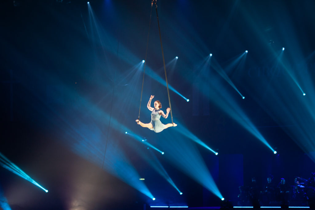 Festival Cirque Arobatie Grand écart suspendu Evènement Photo Tom Atome